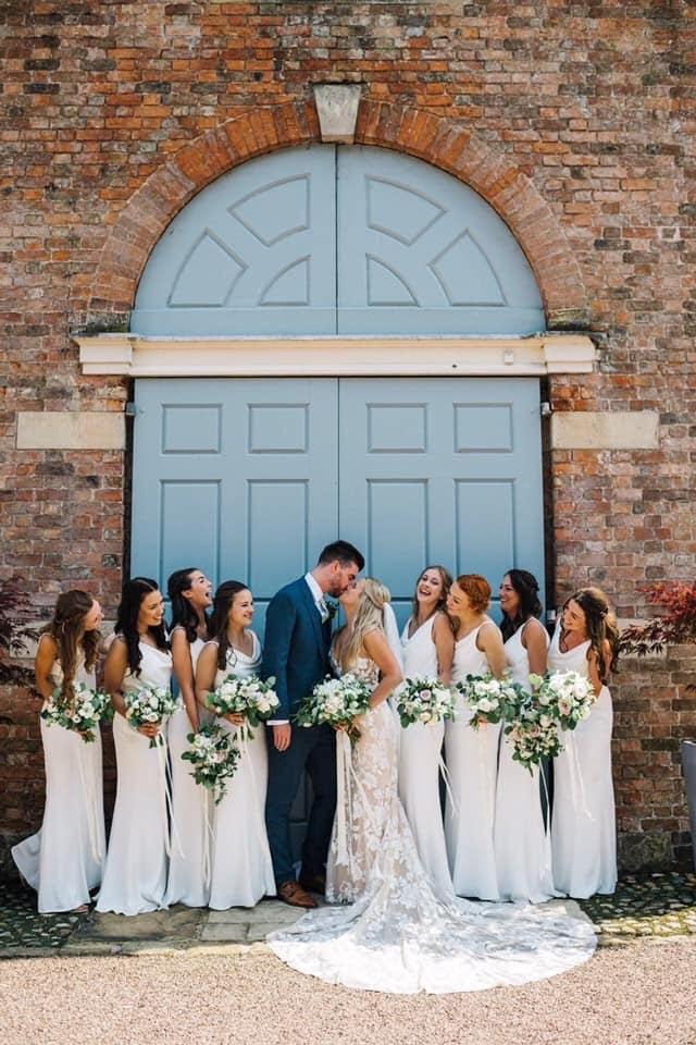 bridal-party-large-barn-door